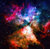 Фиолетовое межзвёздное облако в космическом пространстве Элементы этого изображения поставленные NASA Стоковое Изображение RF