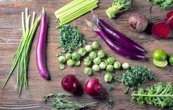 Фиолетовые и зеленые свежие овощи Стоковые Фотографии RF