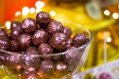 Фиолетовые bonbons шоколада в шаре Стоковое Изображение