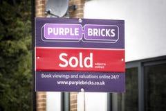 Фиолетовый агент по продаже недвижимости PLC группы кирпичей Стоковая Фотография RF