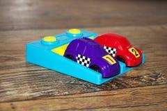 Фиолетовый и красный гоночный автомобиль 1 Стоковое фото RF