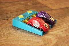 Фиолетовый и красный гоночный автомобиль 2 Стоковое Изображение RF