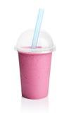 Фиолетовый smoothie в пластичной прозрачной чашке стоковое изображение