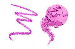 Фиолет теней для век и смешанный фиолет карандаша задавленный и изолированный на белизне Стоковое Изображение