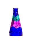 Фиолетовая ваза цветка на предпосылке стоковые изображения rf