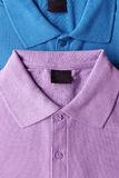 Фиолетовая и голубая футболка поло Стоковое фото RF