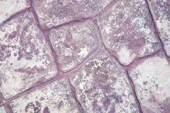 Фиолетовая каменная стена Стоковые Изображения