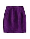Фиолетовая кожаная юбка карандаша, изолированная на белой предпосылке Стоковое фото RF
