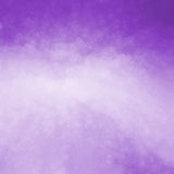 Фиолетовая предпосылка с светом - фиолетовым центром и потрескиванным стеклянным дизайном текстуры Стоковые Фото