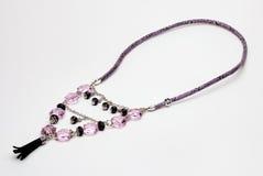 Фиолетовое и черное ожерелье стоковые изображения rf