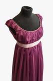 Фиолетовое платье на кукле портноя Стоковое фото RF