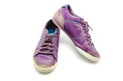 Фиолетовые ботинки стоковые изображения