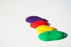 Фиолетовые, красные, желтые и зеленые splats краски Стоковые Изображения