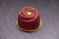 Фиолетовый десерт в форме розы стоковые изображения