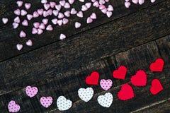 Фиолетовый и красный деревянный стол сердца Стоковые Изображения