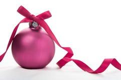 Фиолетовый шарик xmas Стоковые Изображения RF