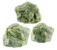 Фистацит изолированный на белой предпосылке Минерал sorosilicate утюга алюминия кальция Стоковое Изображение