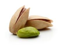 фисташка предпосылки близкая nuts вверх по белизне Стоковые Фотографии RF