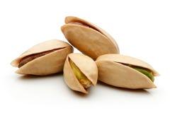 фисташка предпосылки близкая nuts вверх по белизне Стоковое Изображение