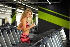 Фитнес Женщина гимнастика Стоковое Фото