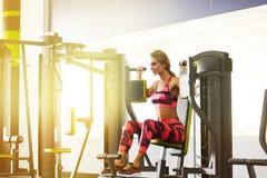 Фитнес Женщина гимнастика Стоковое фото RF