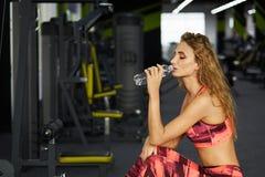 Фитнес Женщина гимнастика Стоковая Фотография RF