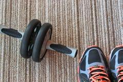 Фитнес, здоровье, тренировка, здоровая, спорт, пара, объект, оборудование, образ жизни, стиль, ботинки, обувь Стоковая Фотография RF