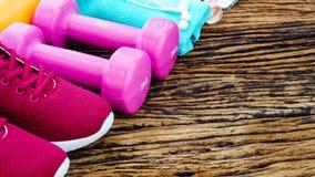 Фитнес, здоровая активная концепция образов жизни, гантели, спорт Стоковая Фотография