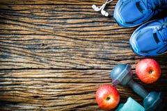 Фитнес, концепция образов жизни здоровой еды активная, гантели Стоковая Фотография