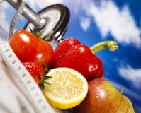 Фитнес овоща и плодоовощ и голубое небо Стоковые Изображения