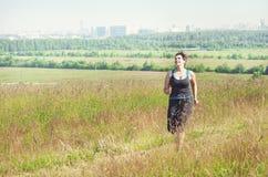 Фитнес плюс бежать женщины размера внешний Стоковое Фото