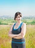 Фитнес плюс улыбка женщины размера Стоковые Фото