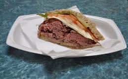 Филадельфия, 4-ое августа: Сандвич от Foodcourt в интерьере мола фондовой биржи от Филадельфии в Пенсильвании стоковая фотография rf