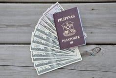 Филиппинский пасспорт над долларами США Стоковая Фотография