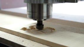 Филируя автомат для резки делает в деревянном ФУНТЕ акции видеоматериалы