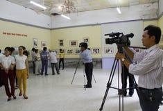 Фильмы репортера в выставке картины Стоковая Фотография RF