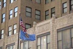 Флаги в городском Tulsa Оклахоме США стоковые изображения rf