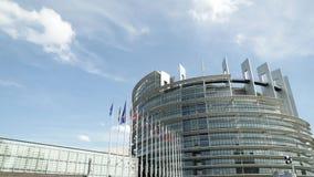 Флаги Европейского парламента замедленного движения 4k UHD видеоматериал