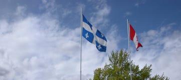 Флаги Квебека и Канады стоковое изображение rf