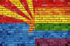 Флаги кирпичной стены Аризоны и гомосексуалиста Стоковое Изображение