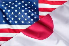 Флаги флага Соединенных Штатов Америки и Японии совместно стоковые фотографии rf