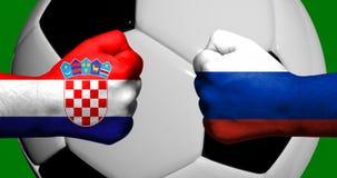 Флаги Хорватии и России покрашенных на смотреть на 2 сжатых кулаков Стоковая Фотография RF