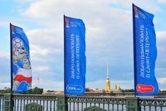 Флаги чашки конфедераций на мосте дворца на задней части Стоковое фото RF