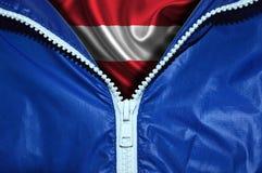 Флаг Австрии под распакованной молнией стоковые фотографии rf