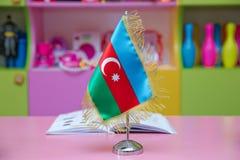 Флаг Азербайджана для малой таблицы запачканная предпосылка Стоковое Изображение
