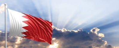 Флаг Бахрейна на голубом небе иллюстрация 3d Стоковая Фотография