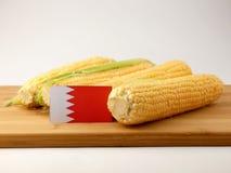 Флаг Бахрейна на деревянной панели при мозоль изолированная на белом bac Стоковые Фотографии RF