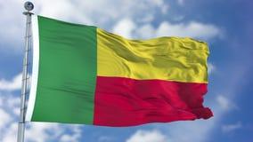 Флаг Бенина в голубом небе стоковое фото rf
