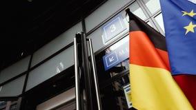 Флаг Германии и европейских похорон Европейского парламента флага акции видеоматериалы