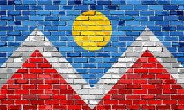 Флаг Денвера на кирпичной стене Стоковая Фотография RF
